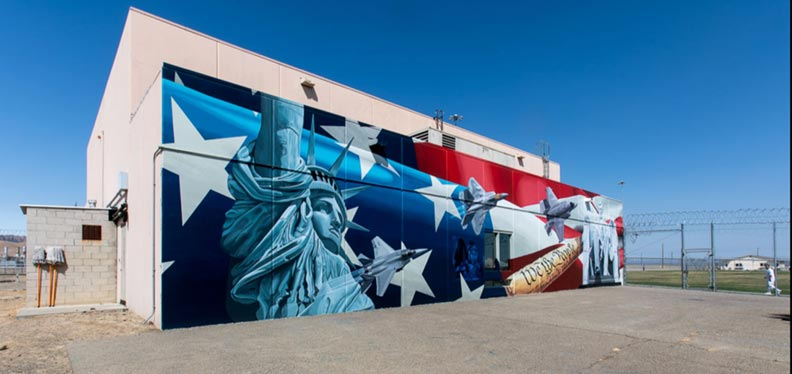 Mural of stars and stripes and Statue of Liberty